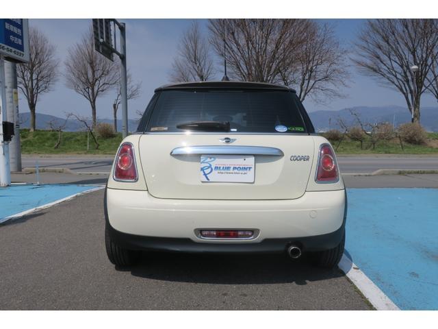 クーパー ハイドパーク限定車 クロス/レザー コンビクロス チェック ポーラーインテリア サーフェス ペッパーホワイトカラーライン ポーラーベージュスポーツシート(16枚目)