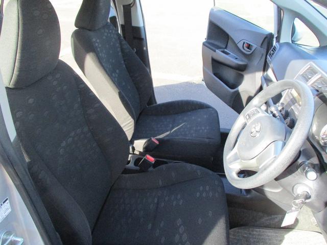 運転席シートはへたりも少なく快適な運転が楽しめますよ♪