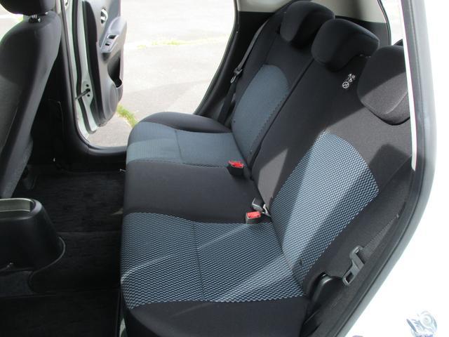 リア席は足元も広くてゆったり座れます。長距離でも疲れにくいですよ。