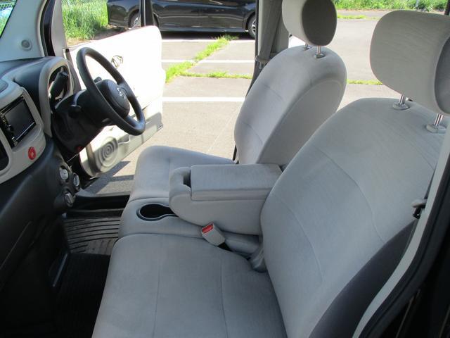 助手席シートもなかなかキレイな状態です。快適なドライブをお楽しみください。