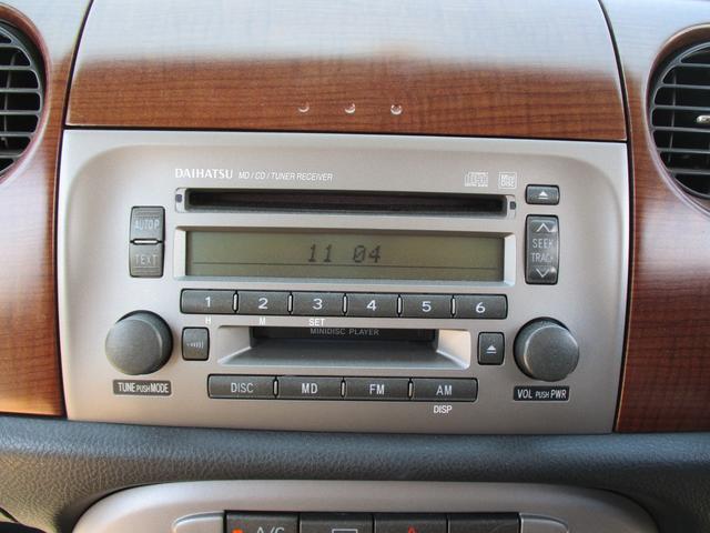 社外のオーディオが装備されています。お好みの音楽を聴いてドライブ楽しんでください。