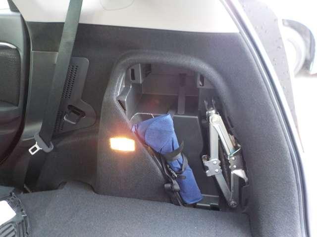 ホンダ フィットハイブリッド Fパッケージ 4WD 元当社試乗車 ナビリアカメラETC