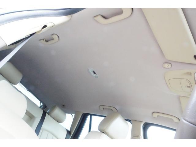 ジャガーの欠点天井たるみ取り外し全面張り替えました。エステートでルーフライナーが大きいため費用は高額です。