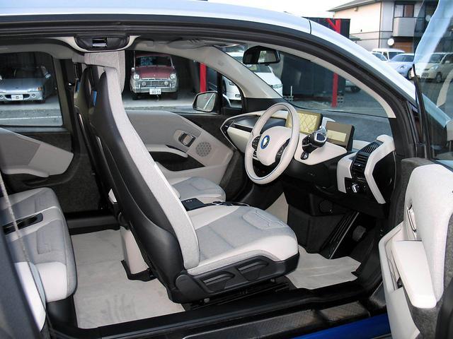 BMW BMW i3 LEDライト 2年延長サービスパッケージ継承付