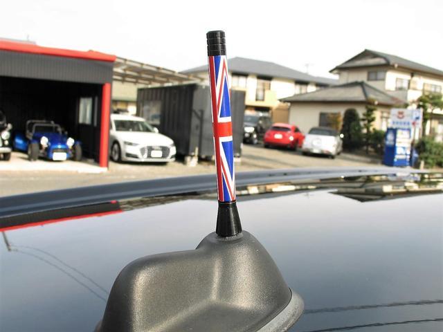 クーパー クラブマン OZ17インチブラックアルミ ダウンサス 新品ブラックレザー/レッドステッチパイピングシートカバー ボンネットクーパーストライプ レッドチェッカードアミラー Bluetoothトランスミッター(16枚目)