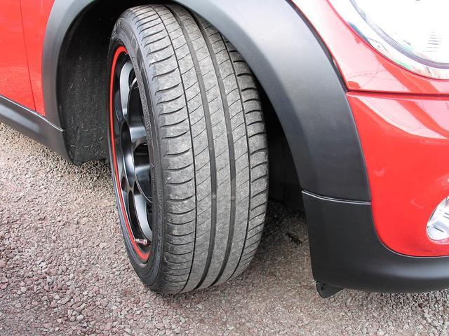 クーパー クラブマン OZ17インチブラックアルミ ダウンサス 新品ブラックレザー/レッドステッチパイピングシートカバー ボンネットクーパーストライプ レッドチェッカードアミラー Bluetoothトランスミッター(26枚目)