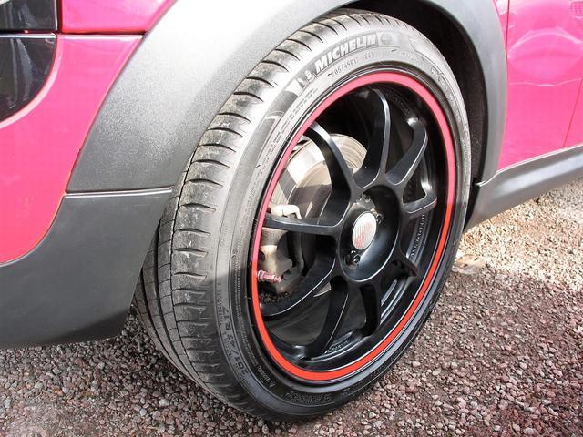 クーパー クラブマン OZ17インチブラックアルミ ダウンサス 新品ブラックレザー/レッドステッチパイピングシートカバー ボンネットクーパーストライプ レッドチェッカードアミラー Bluetoothトランスミッター(29枚目)