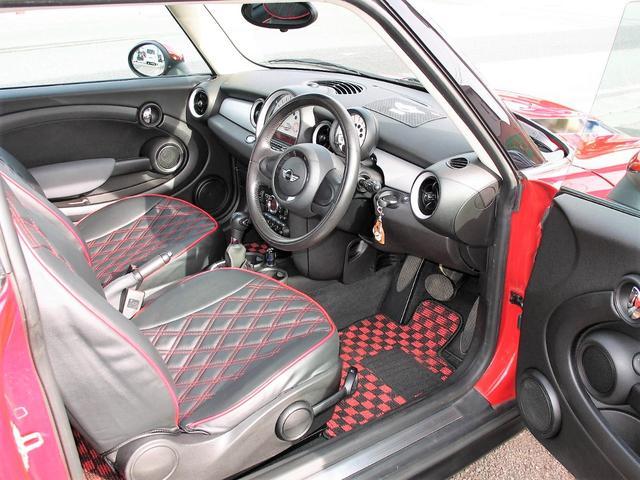 クーパー クラブマン OZ17インチブラックアルミ ダウンサス 新品ブラックレザー/レッドステッチパイピングシートカバー ボンネットクーパーストライプ レッドチェッカードアミラー Bluetoothトランスミッター(35枚目)