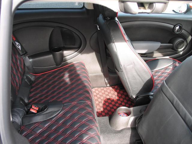 クーパー クラブマン OZ17インチブラックアルミ ダウンサス 新品ブラックレザー/レッドステッチパイピングシートカバー ボンネットクーパーストライプ レッドチェッカードアミラー Bluetoothトランスミッター(38枚目)
