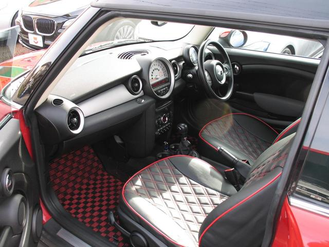 クーパー クラブマン OZ17インチブラックアルミ ダウンサス 新品ブラックレザー/レッドステッチパイピングシートカバー ボンネットクーパーストライプ レッドチェッカードアミラー Bluetoothトランスミッター(39枚目)