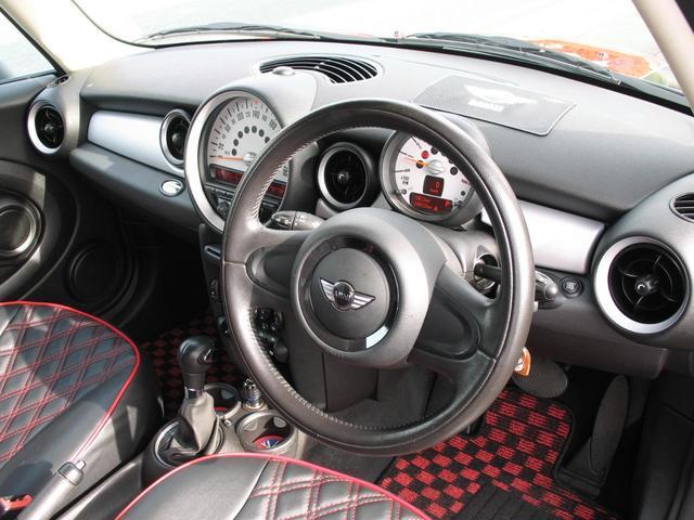 クーパー クラブマン OZ17インチブラックアルミ ダウンサス 新品ブラックレザー/レッドステッチパイピングシートカバー ボンネットクーパーストライプ レッドチェッカードアミラー Bluetoothトランスミッター(44枚目)