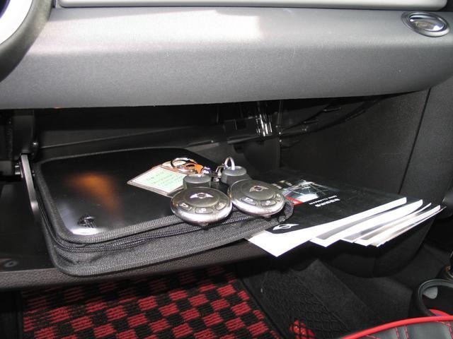 クーパー クラブマン OZ17インチブラックアルミ ダウンサス 新品ブラックレザー/レッドステッチパイピングシートカバー ボンネットクーパーストライプ レッドチェッカードアミラー Bluetoothトランスミッター(46枚目)