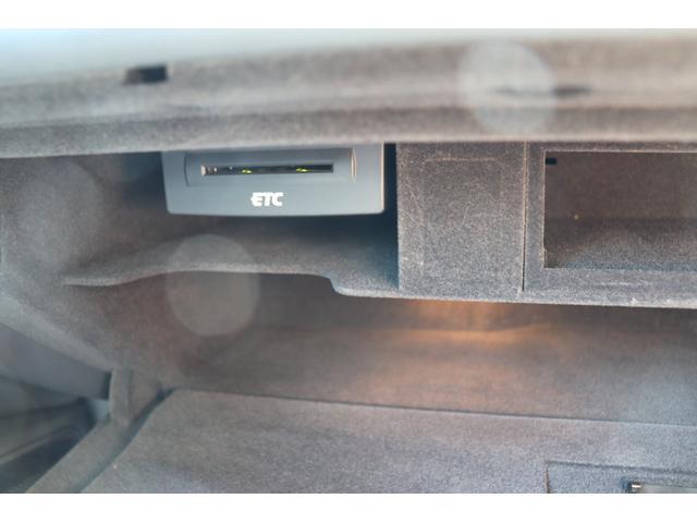 2.8FSIクワトロ 黒革シート BOSEサウンドシステム 電動リアゲート アドバンスドキーフリー バックカメラ パークトロニック MMI(ナビ・CD・DVD・地デジ・SDカード) クルーズコントロール 純正18インチAW(17枚目)