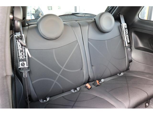 デチベル スロットルコントローラー H&Rダウンサス ハーフレザーシート Uconect Beatsサウンドシステム 限定車 SPARCOkクロモドラ グットイヤーオールシーズンタイヤ ミラーカバー(17枚目)