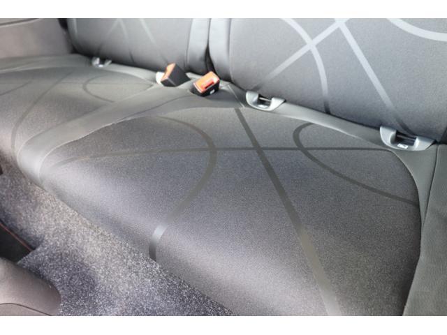 デチベル スロットルコントローラー H&Rダウンサス ハーフレザーシート Uconect Beatsサウンドシステム 限定車 SPARCOkクロモドラ グットイヤーオールシーズンタイヤ ミラーカバー(38枚目)