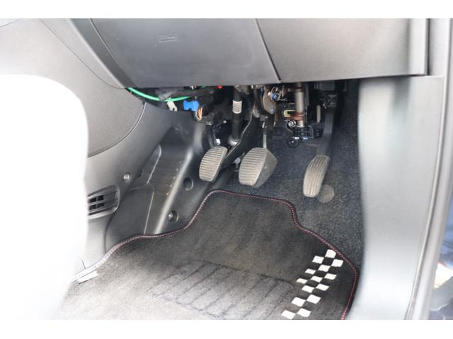 デチベル スロットルコントローラー H&Rダウンサス ハーフレザーシート Uconect Beatsサウンドシステム 限定車 SPARCOkクロモドラ グットイヤーオールシーズンタイヤ ミラーカバー(50枚目)