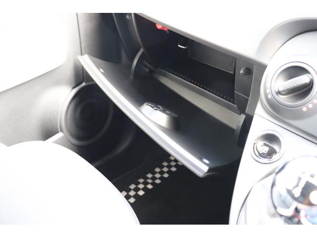 デチベル スロットルコントローラー H&Rダウンサス ハーフレザーシート Uconect Beatsサウンドシステム 限定車 SPARCOkクロモドラ グットイヤーオールシーズンタイヤ ミラーカバー(52枚目)