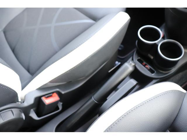 デチベル スロットルコントローラー H&Rダウンサス ハーフレザーシート Uconect Beatsサウンドシステム 限定車 SPARCOkクロモドラ グットイヤーオールシーズンタイヤ ミラーカバー(56枚目)