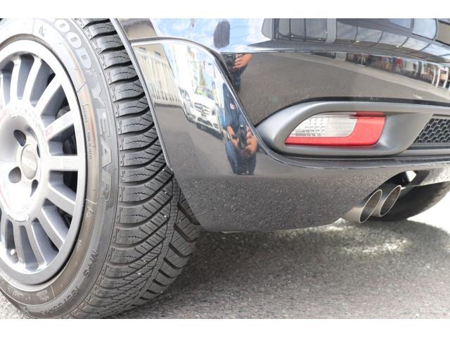 デチベル スロットルコントローラー H&Rダウンサス ハーフレザーシート Uconect Beatsサウンドシステム 限定車 SPARCOkクロモドラ グットイヤーオールシーズンタイヤ ミラーカバー(71枚目)
