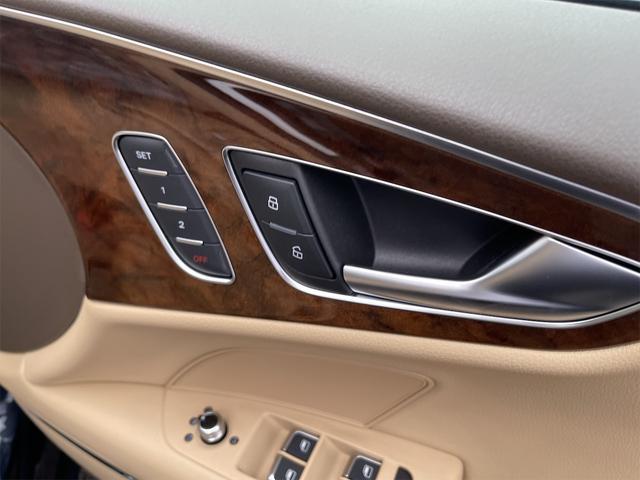 3.0TFSIクワトロ V6スーパーチャージャー 4WD BOSEサウンドシステム 純正インダッシュHDDナビ フルセグ バックカメラ 本革 シートヒーター オートスポイラー パドルシフト オートトランク(38枚目)