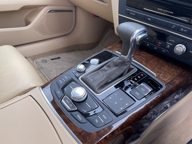 3.0TFSIクワトロ V6スーパーチャージャー 4WD BOSEサウンドシステム 純正インダッシュHDDナビ フルセグ バックカメラ 本革 シートヒーター オートスポイラー パドルシフト オートトランク(54枚目)