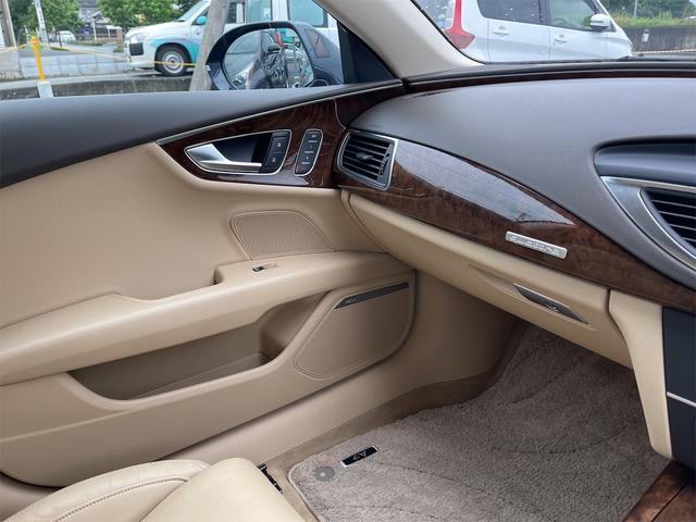 3.0TFSIクワトロ V6スーパーチャージャー 4WD BOSEサウンドシステム 純正インダッシュHDDナビ フルセグ バックカメラ 本革 シートヒーター オートスポイラー パドルシフト オートトランク(70枚目)