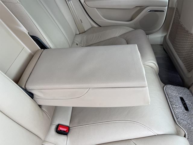 3.0TFSIクワトロ V6スーパーチャージャー 4WD BOSEサウンドシステム 純正インダッシュHDDナビ フルセグ バックカメラ 本革 シートヒーター オートスポイラー パドルシフト オートトランク(79枚目)