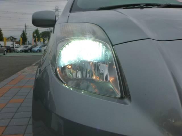 *HIDヘッドライトが標準装備です!!とにかく明るいので夜のドライブも安全です!!