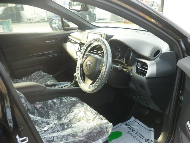 「トヨタ」「C-HR」「SUV・クロカン」「山梨県」の中古車13