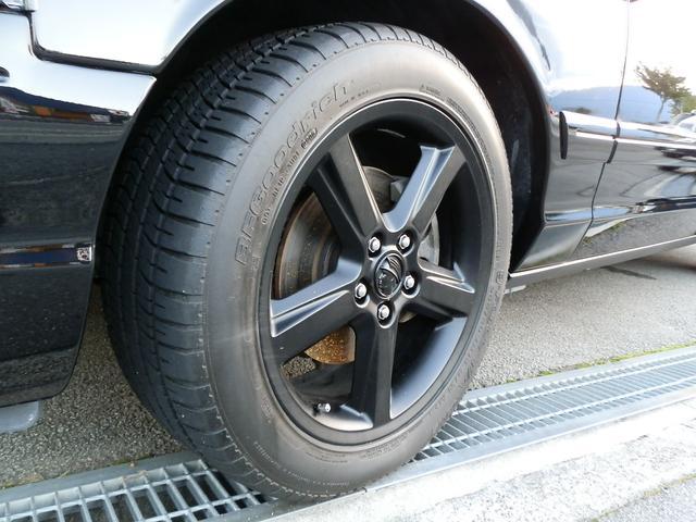 マローダー専用18インチ軽量アロイホイール&タイヤは、前後でサイズ設定違います。サスペンションとブレーキもスポーツタイプのパフォーマンス品がマローダー専用装備となります。
