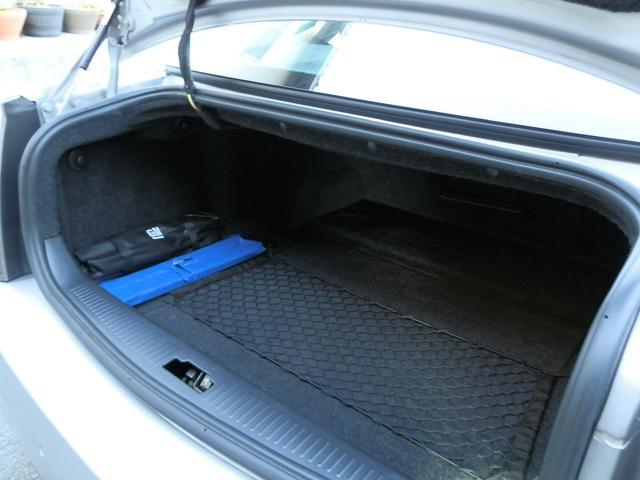 ラゲッジスペースは、びっくりするぐらい広く、開口部も広いので、大きい荷物も安心です。