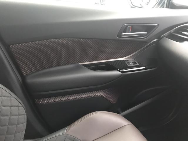 「トヨタ」「C-HR」「SUV・クロカン」「山梨県」の中古車42
