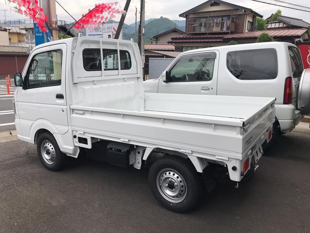 M 4WD オートマ車 届出済未使用車(3枚目)