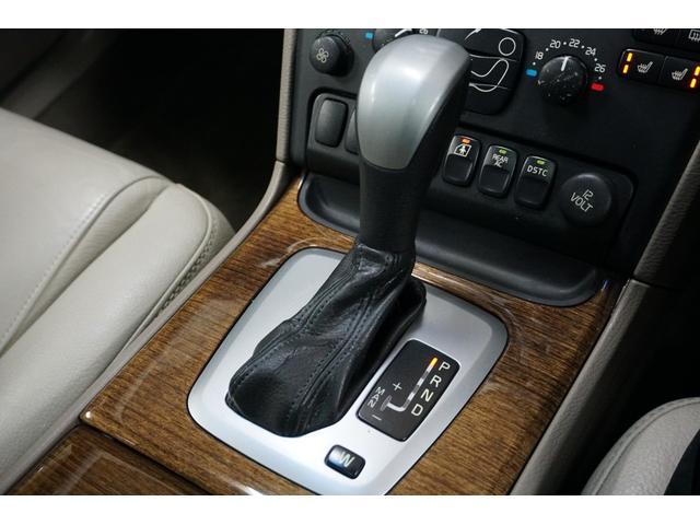 「ボルボ」「ボルボ XC90」「SUV・クロカン」「山梨県」の中古車29