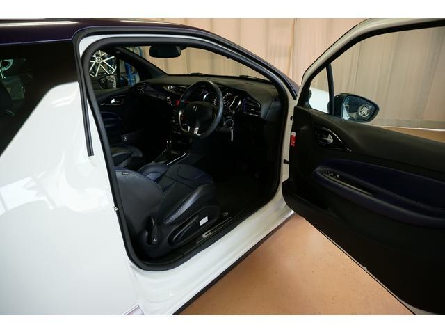 シック ウルトラマリン 1オーナー・限定車40台・専用ボディーカラー・専用ダッシュボードカラー・専用レザーシートカラー・17インチツートンブランアロイホイール・8スピーカーHiFiオーディオシステム(14枚目)