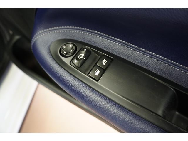 シック ウルトラマリン 1オーナー・限定車40台・専用ボディーカラー・専用ダッシュボードカラー・専用レザーシートカラー・17インチツートンブランアロイホイール・8スピーカーHiFiオーディオシステム(16枚目)
