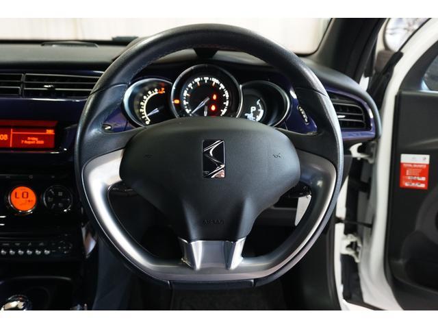 シック ウルトラマリン 1オーナー・限定車40台・専用ボディーカラー・専用ダッシュボードカラー・専用レザーシートカラー・17インチツートンブランアロイホイール・8スピーカーHiFiオーディオシステム(19枚目)