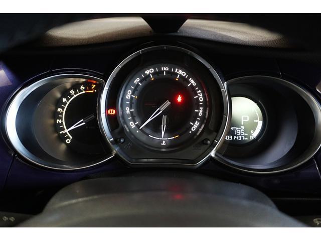 シック ウルトラマリン 1オーナー・限定車40台・専用ボディーカラー・専用ダッシュボードカラー・専用レザーシートカラー・17インチツートンブランアロイホイール・8スピーカーHiFiオーディオシステム(24枚目)