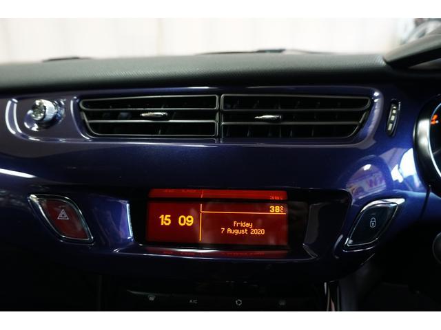 シック ウルトラマリン 1オーナー・限定車40台・専用ボディーカラー・専用ダッシュボードカラー・専用レザーシートカラー・17インチツートンブランアロイホイール・8スピーカーHiFiオーディオシステム(26枚目)