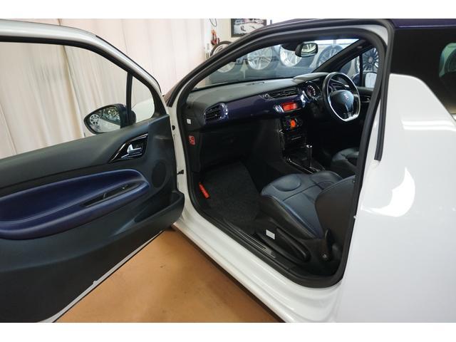 シック ウルトラマリン 1オーナー・限定車40台・専用ボディーカラー・専用ダッシュボードカラー・専用レザーシートカラー・17インチツートンブランアロイホイール・8スピーカーHiFiオーディオシステム(33枚目)