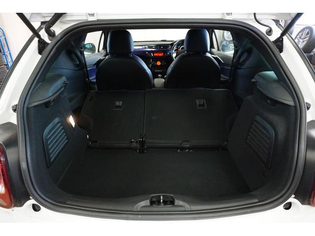 シック ウルトラマリン 1オーナー・限定車40台・専用ボディーカラー・専用ダッシュボードカラー・専用レザーシートカラー・17インチツートンブランアロイホイール・8スピーカーHiFiオーディオシステム(43枚目)