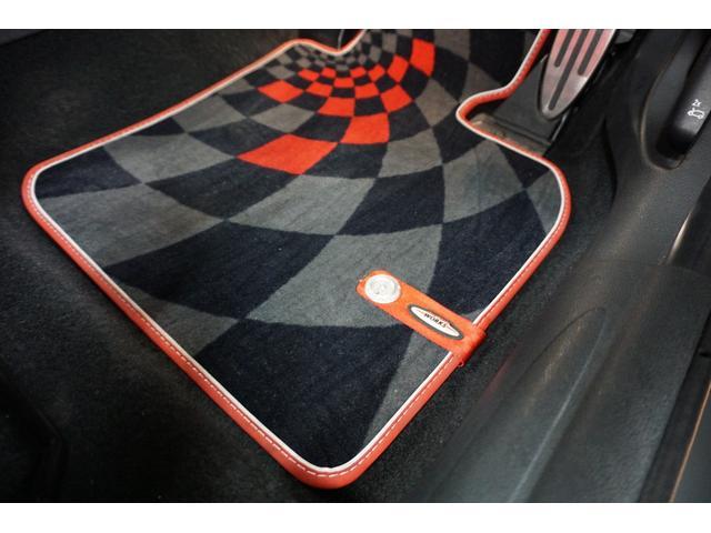 クーパーS クーパーS(4名) サンダーグレーメタリック 17AW 赤革シートカバー スマートキー アイドリングストップ 純正HDDナビ ETC(21枚目)