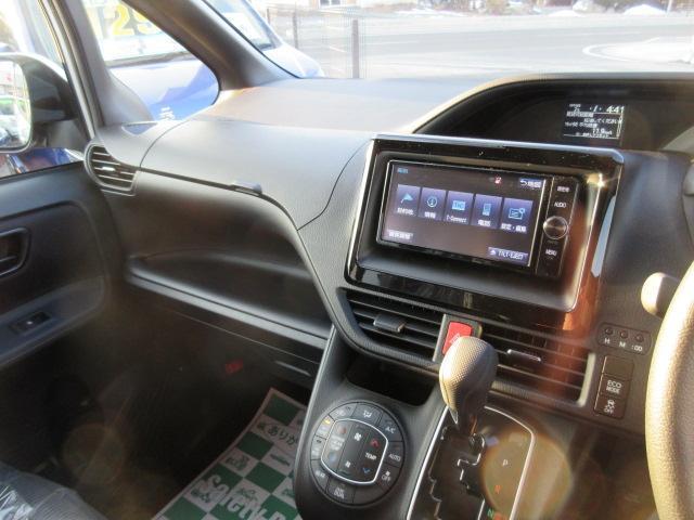 トヨタ ノア X 7人 4WD