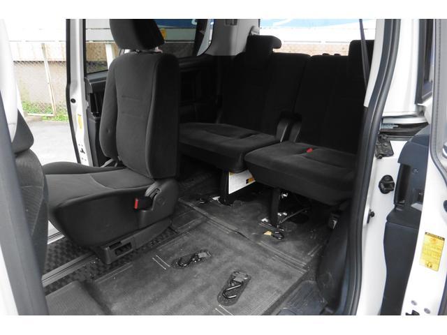 トヨタ ヴォクシー X L 4WD ウェルキャブ リアスロープ車イス乗用