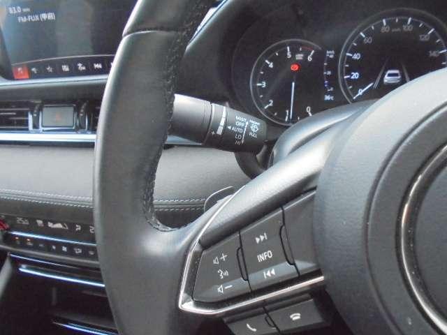 左ステアリングスイッチにはマツコネ操作や音声認識システムを起動できます