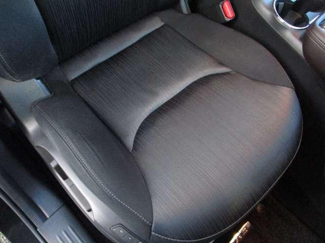 2.2 XD プロアクティブ ディーゼルターボ 4WD 黒布シート ベンチシート(4枚目)