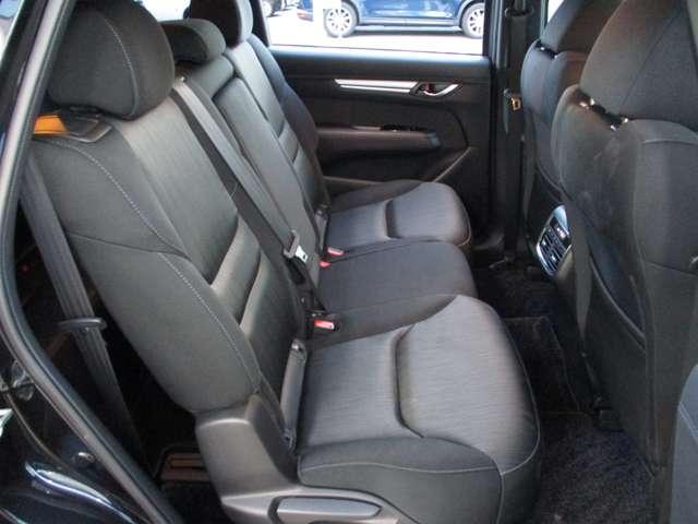 2.2 XD プロアクティブ ディーゼルターボ 4WD 黒布シート ベンチシート(5枚目)