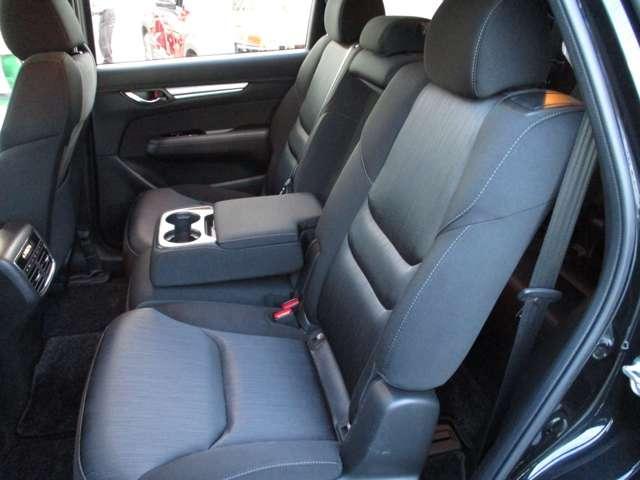 2.2 XD プロアクティブ ディーゼルターボ 4WD 黒布シート ベンチシート(8枚目)