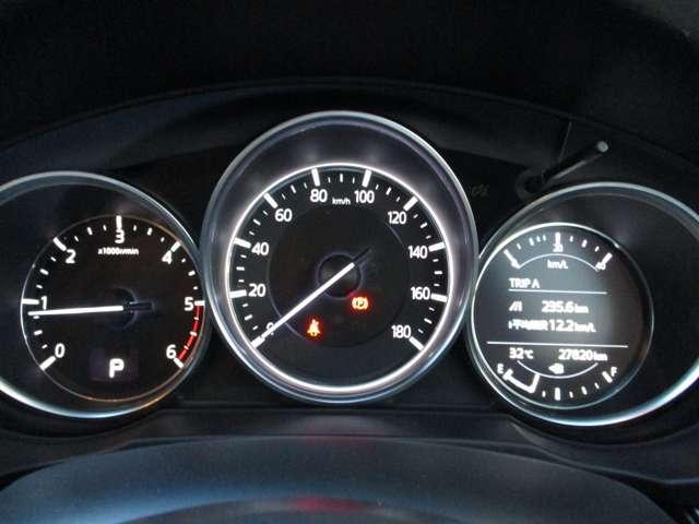 2.2 XD プロアクティブ ディーゼルターボ 4WD 黒布シート ベンチシート(19枚目)
