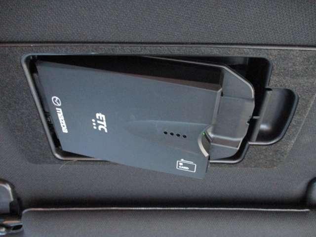 2.2 XD プロアクティブ ディーゼルターボ 4WD 黒布シート ベンチシート(20枚目)